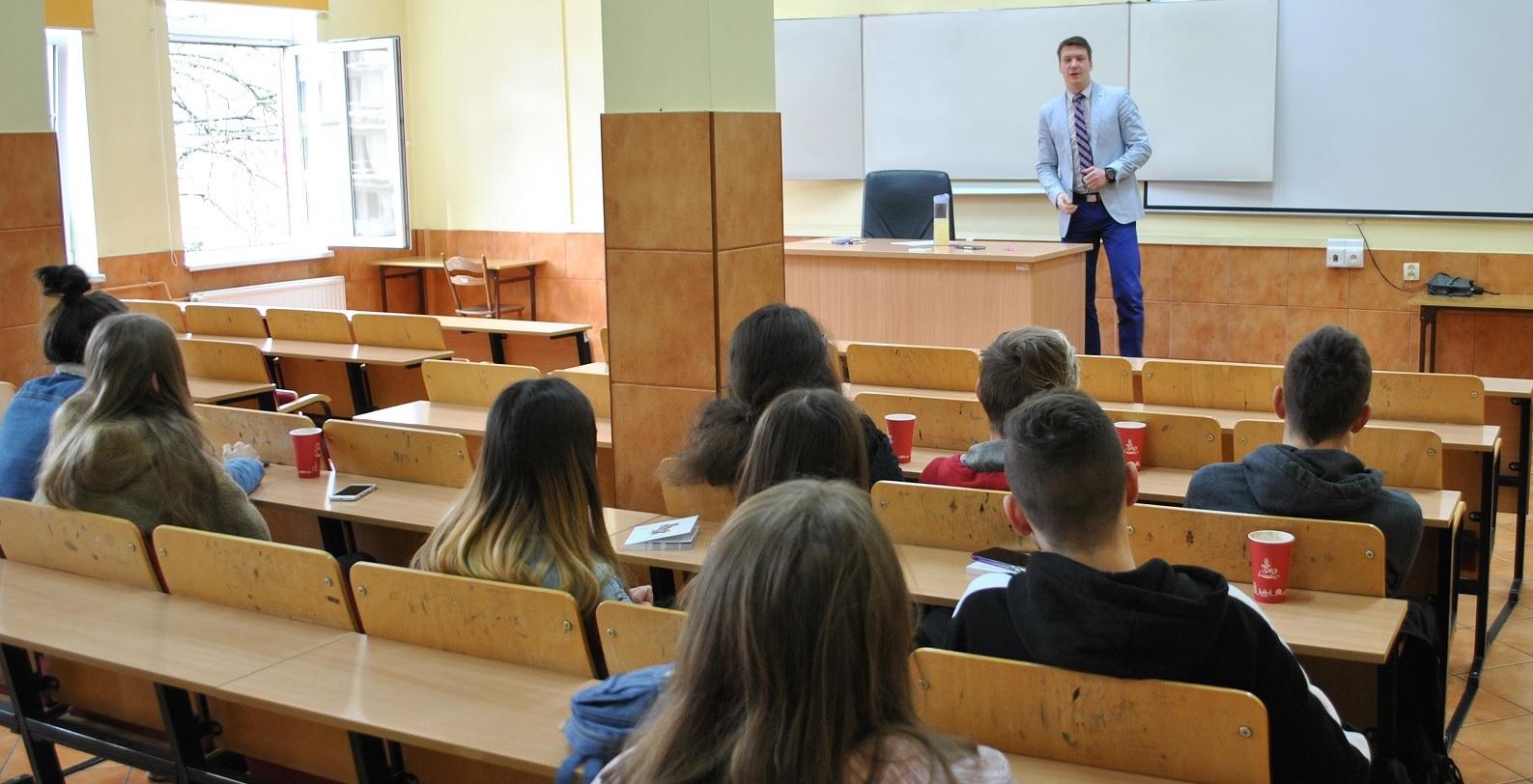 Spotkanie z uczniami LO w Chojnie – Podstawy Prawa (7)